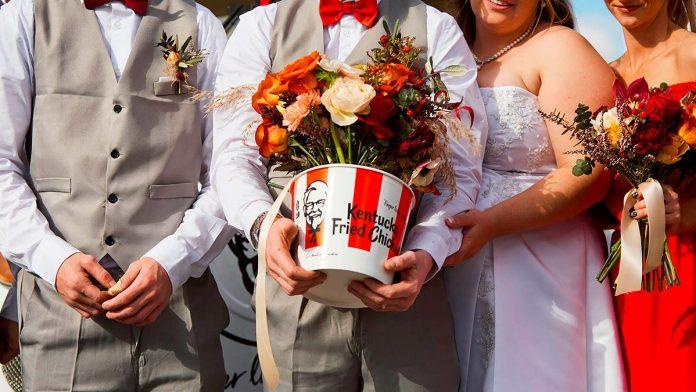 KFC pagará boda de parejas que acepten decorar con temática de pollo frito