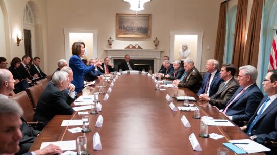 Donald Trump publica foto de Nancy Pelosi para insultarla y la respuesta se convierte en viral