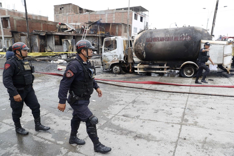 Al menos dos muertos y 30 heridos tras explosión de camión cisterna de gas en Perú
