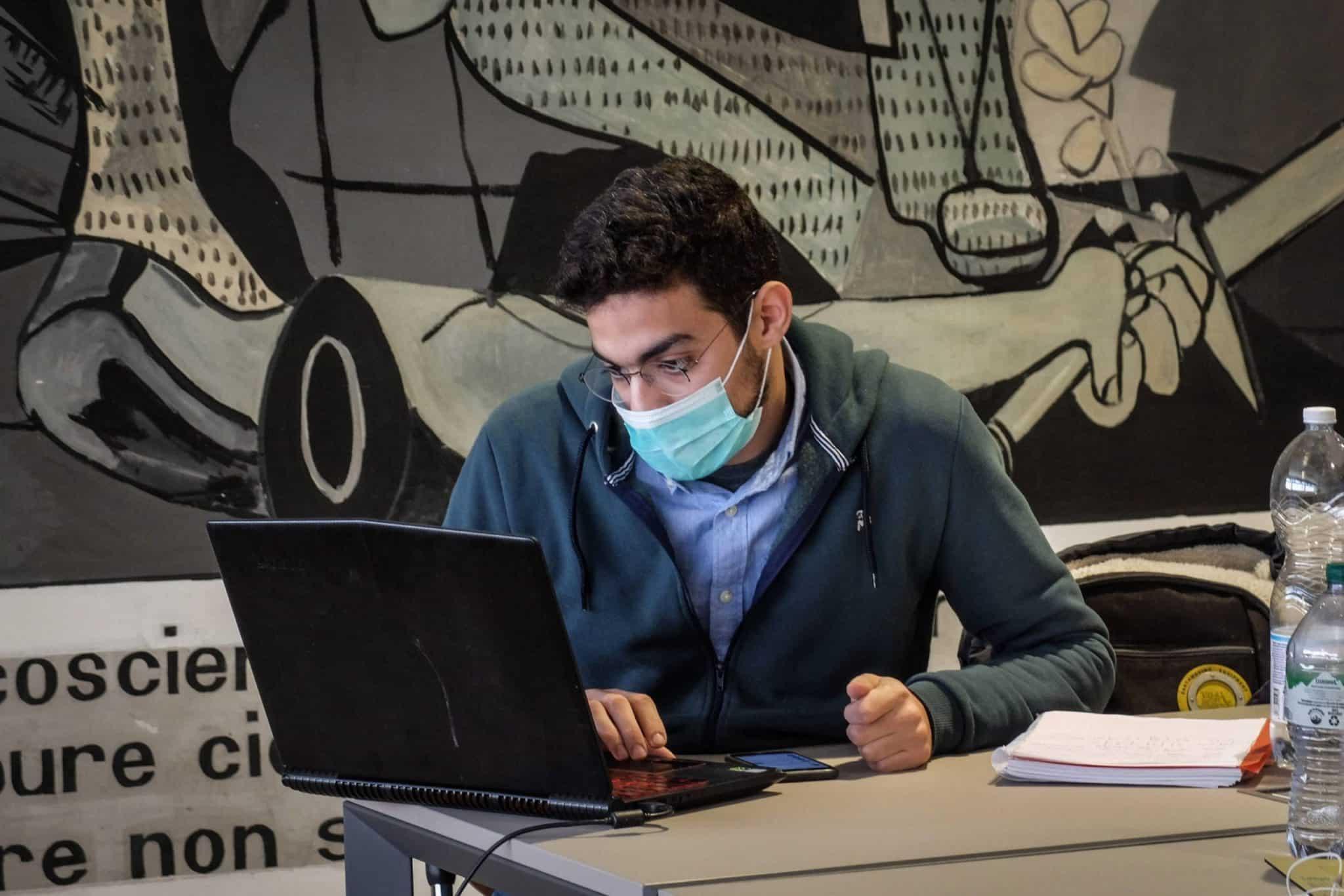 Gobierno de EE.UU. revoca política de negar visas de estudiantes de universidades con clases en línea
