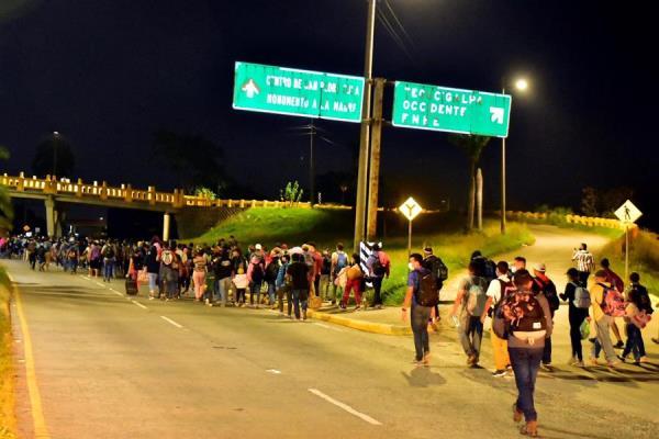 Una nueva caravana de migrantes sale de Honduras rumbo a EEUU en medio de la pandemia
