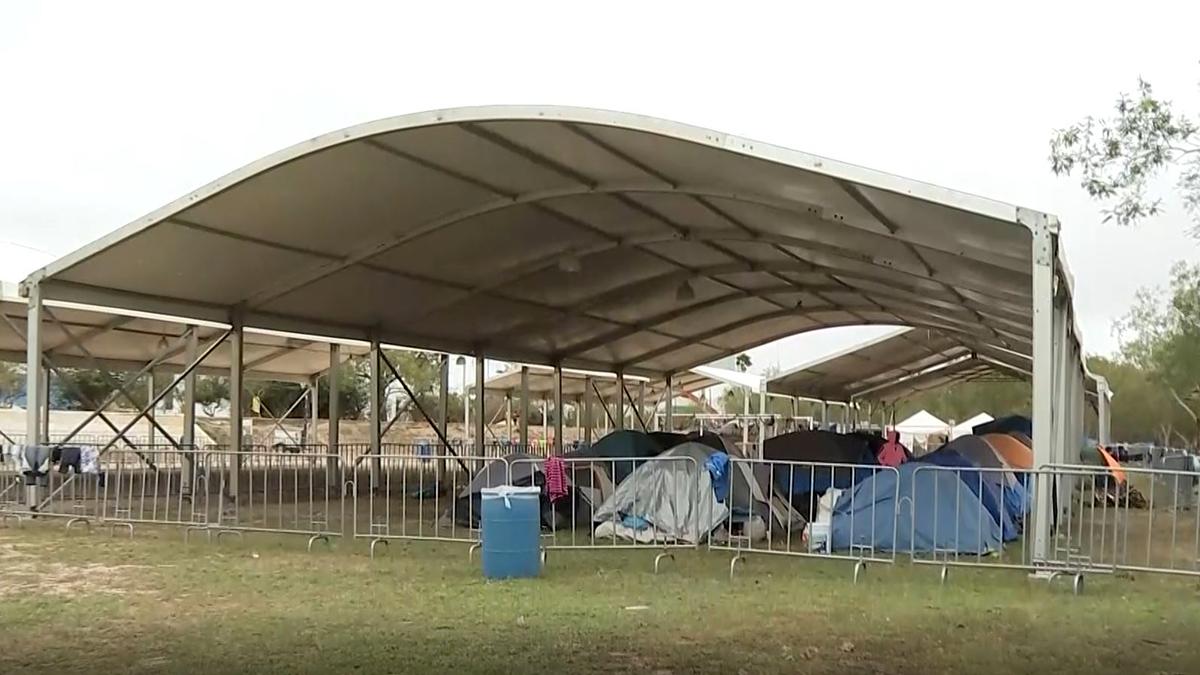 Primer grupo de 25 migrantes del campamento en México cruzará a Estados Unidos