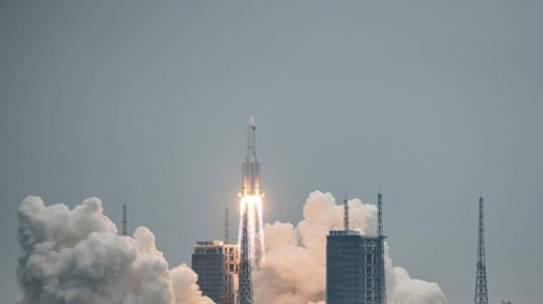Cohete chino sin control regresa a la Tierra y preocupa al Pentágono